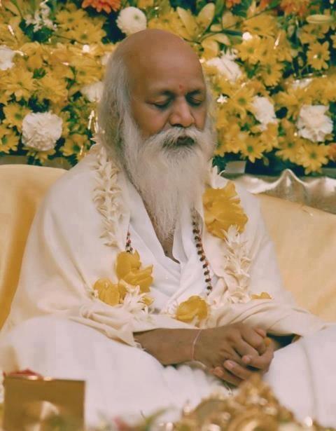 Maharishi meditating